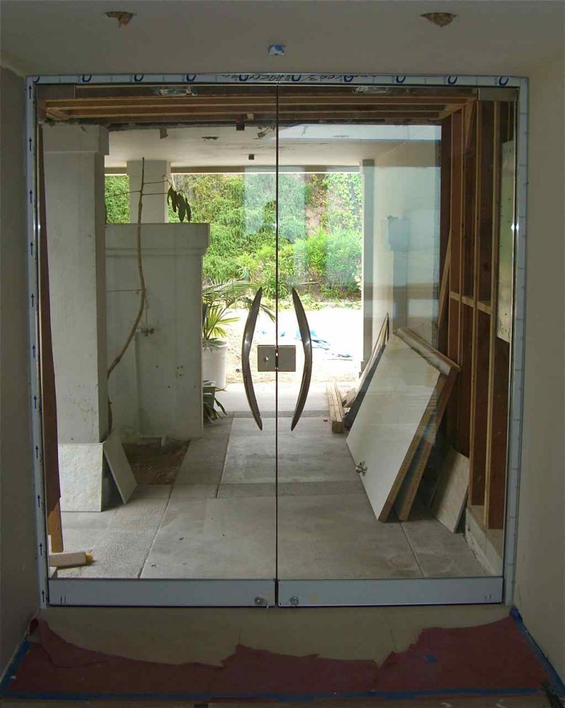 Plain frameless glass doors sans soucie for Frameless glass doors