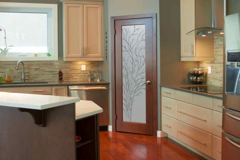 Kitchen pantry doors sans soucie art glass for Kitchen door design
