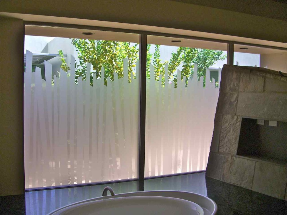 Bathroom windows with etched glass designs for privacy for Window glass design