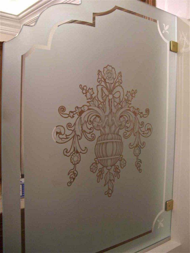 Partitions Pony Wall with Glass Etching Traditional flowers by Sans Soucie