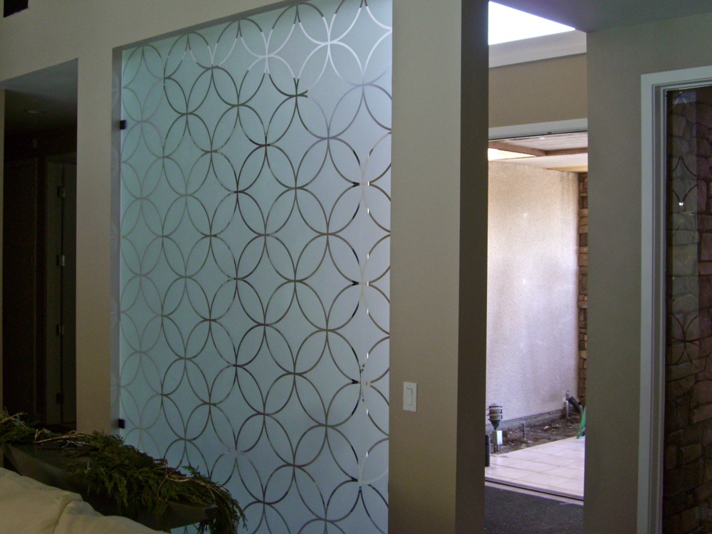 Partition with Etched Glass Geometric circles Sans Soucie