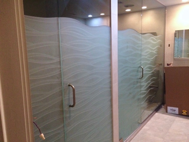 Streaming Wave Tips 3D Glass Shower Enclosures | Sans Soucie Art Glass