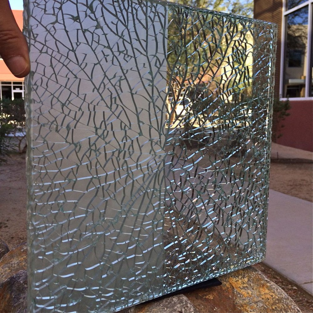 01 Shattered Glass Sample Regular Clear Glass Sans