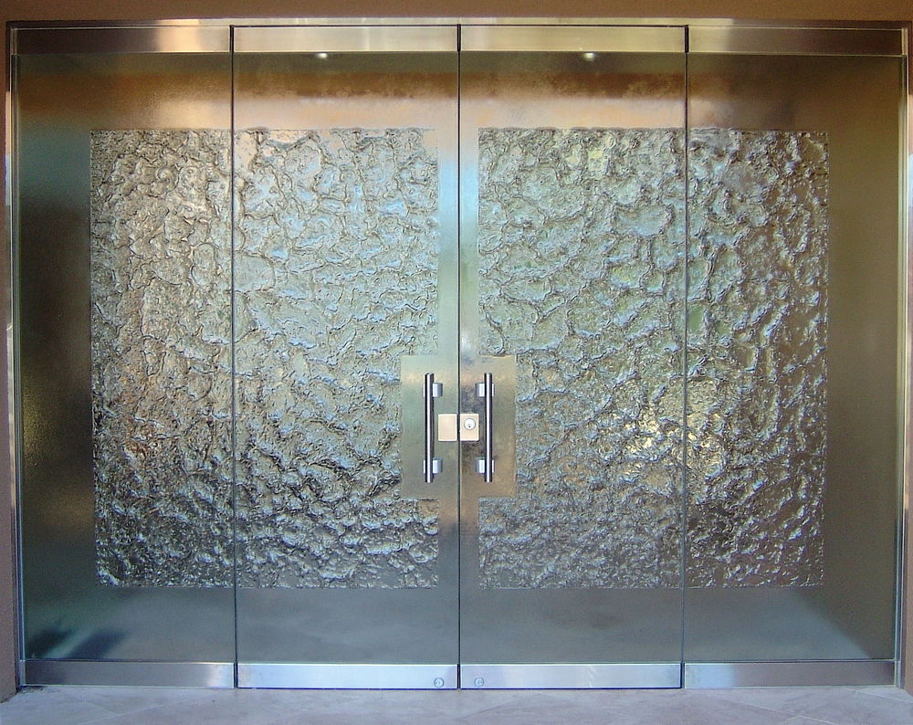 Stone frameless glass doors l sans soucie for Outside doors with glass