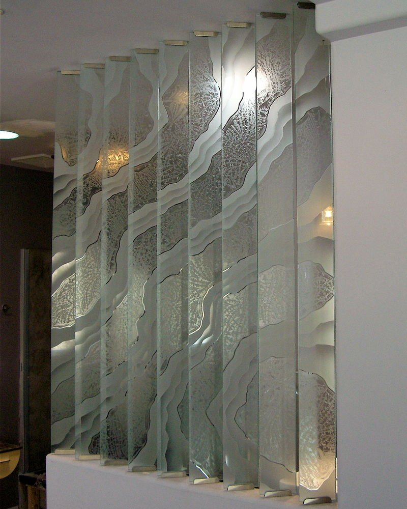 Surges partitions pony wall sans soucie for Mirror glass design