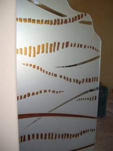Sans Soucie Partitions Freestanding with Frosted Carved and Painted Glass Art Decor