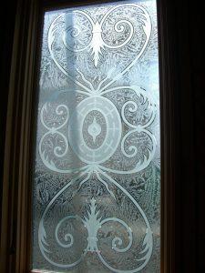 glass window sandblasted glass Tuscan design ornate flourishes lazio sans soucie