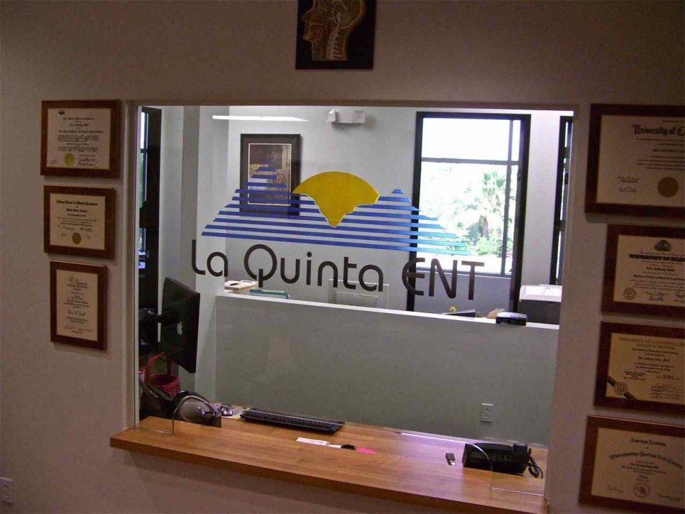 La Quinta Ent Reception Partitions Enclosed Sans Soucie
