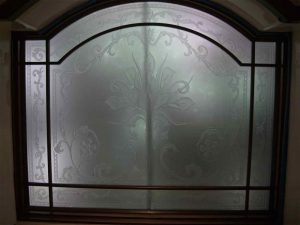 glass window etched glass French style flowery foliage picturesque cala lillies sans soucie
